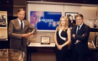 Beim Launch der Flagship Heritage by Kate Winslet: Charles Villoz, Longines 40mm Replik Vice President Sales, Kate Winslet und Juan-Carlos Capelli, Longines Vice President and Head of International Marketing (von links)